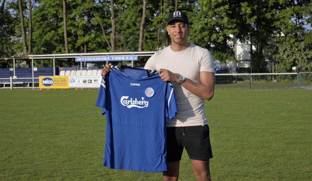 Sherwood signs for Wythenshawe Town